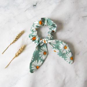 Sweet Daisies scrunchie turqouise